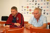 Po skončení pohárového duelu Jiskry Domažlice se Spartou Praha se trenéři obou mužstev Martin Hašek a Zdeněk Michálek sešli v útrobách Městského stadionu Střelnice na společné tiskové konferenci.