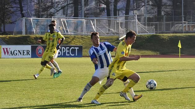 Fortuna:ČFL Jiskra Domažlice (modrobílé dresy) - Olympia Radotín 0:1.