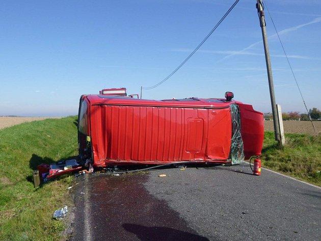 Nehoda na křižovatce mezi Semněvicemi a Pocinovicemi.