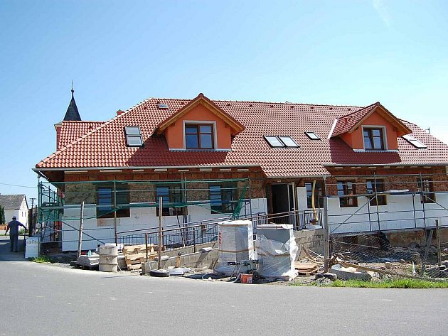 Bývalá budova školy v Újezdě.