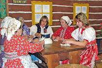 V ´senci´ u Chmelů v Milavčích se odehrávalo představení, v němž členové Spolku Jiřího Bittnera oživili chodské zvyky a tradice, které lidi na vsích provázely od svaté Barbory až do Tří králů.