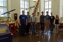 PAVEL KŮS (první zleva) spolu s dalšími účastníky výběrového kola astronomické olympiády v Estonsku.