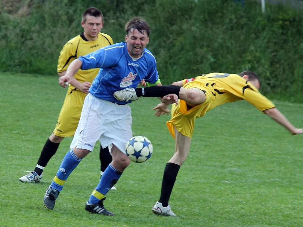 Z dohrávaného utkání mezi fotbalisty Sokol Milavče a Sokol Kout na Šumavě A.