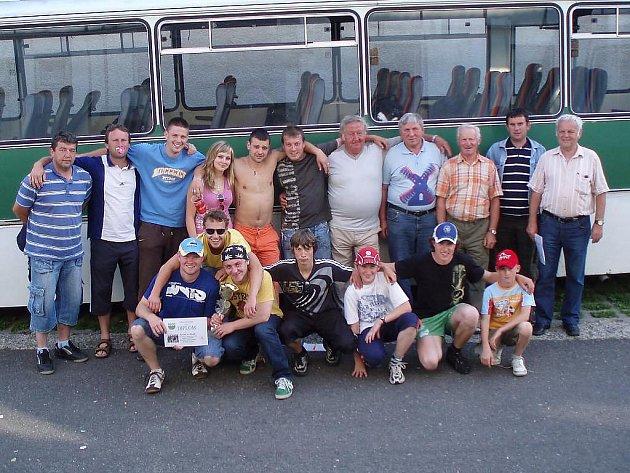 Obyvatelé Čermné na Domažlicku navštívili Čermnou u Libouchce.