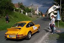 PORSCHE NA STARTU. V roce 2011 začínala jedna zvláštní zkouška v Bořicích. Na jejím startu je právě jeden z vozů Porsche, které budou mít i letos ve startovním poli nejpočetnější zastoupení.