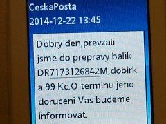 Česká pošta dostala od odesílající firmy kontakt na adresátku včetně čísla na mobil, kam pak přicházely informace o pohybu zásilky.