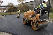Nové silnice v Černovicích.