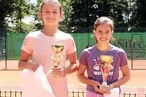 Finalistky dvouhry dívek (zleva) Jolana Hlavatá a Adriana Hessová.