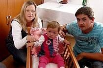 Z vítání občánků v Újezdě. Kolébku si užila i místní patnáctiměsíční slečna Klárka Kohelová.