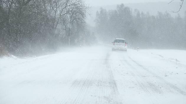 Domažlicko zasypal sníh. Cesta na Trhanov.