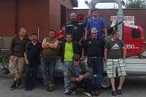Devět dobrovolníků z Rybníku pomáhalo v Hrádku nad Nisou.