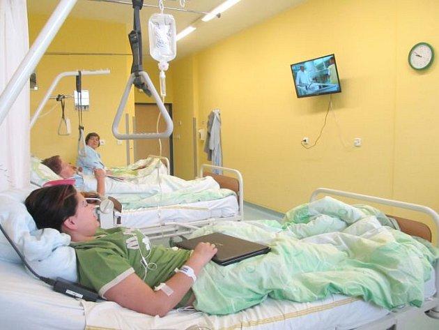 V nemocnici mění televize.