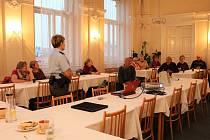 Série přednášek a diskuzí Domažlická senior akademie pokračovala minulý čtvrtek povídáním o šmejdech.