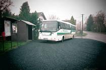 Točna ve Šlovicích a první autobus, který ji použil.