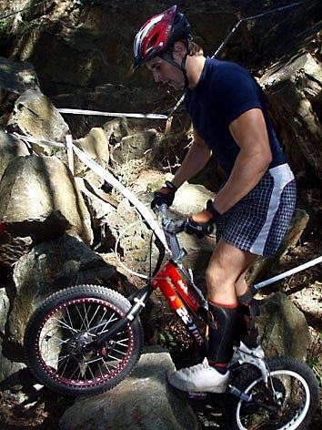 PETR ŠOS. Týnský biketrialista si v sobotním závodě vyjel 3. místo a před posledním závodě si upevnil pozici na předních místech tabulky celorepublikového Hi-Tec cupu.
