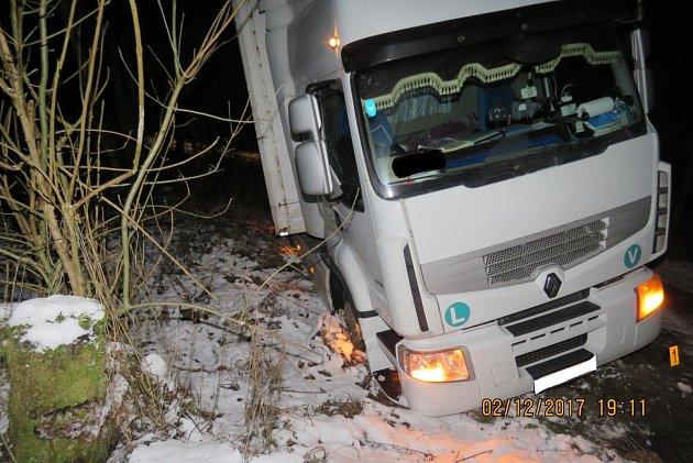 Řidič kamionu řídil u bývalé obce Švarcava opilý.