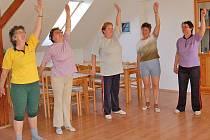 BRNÍŘOVSKÉ CVIČENKY. Cvičit jich chodí až deset, na snímku (zleva)  Marie Bártová, Anna Hládková, Marie Husníková, Marie Poláková a Anna Němcová.
