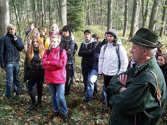 Čeští a bavorští gymnazisté i jejich pedagogové se dozvěděli řadu zajímavých informací o životě v zaniklých obcích a jejich okolí.