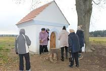 V Božkovech opravili kapli Svaté Trojice za téměř 300.000,- Kč.