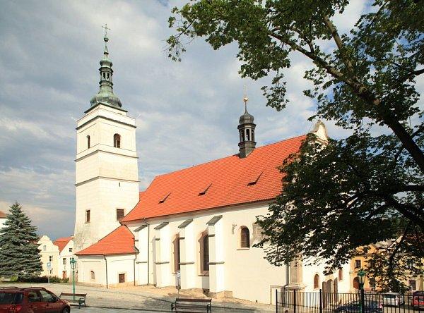 Kostel sv. Petra a Pavla vHoršovském Týně.