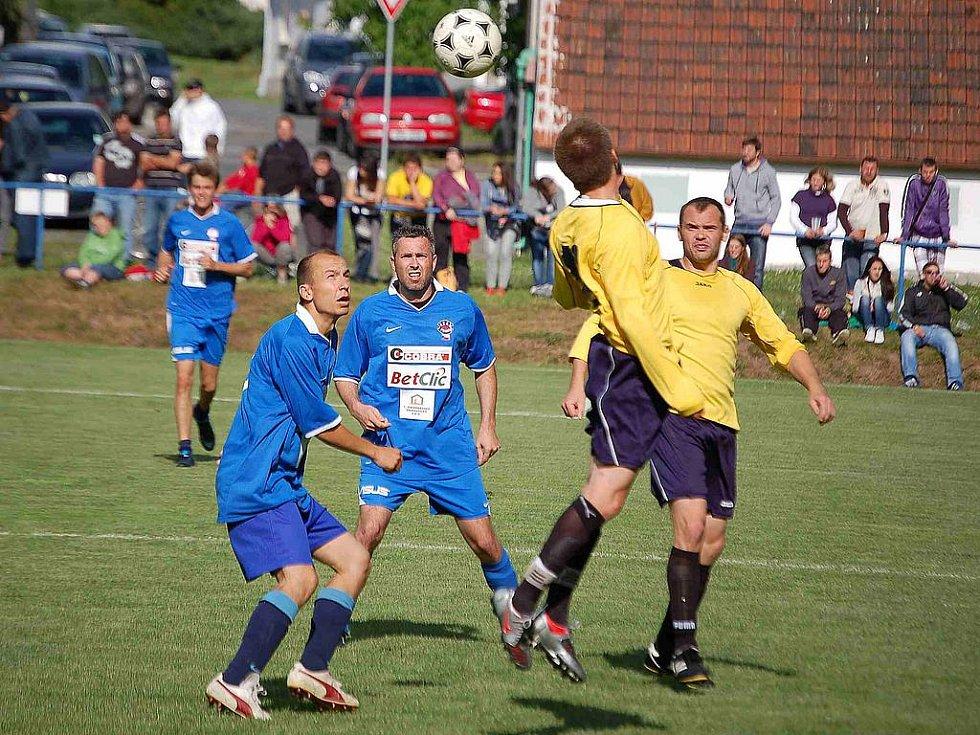 Herec Ivan Trojan vedl v Krchlebech tým osobností, který se utkal s místním výběrem. Po zápase zahrála skupina Nighrtwork.