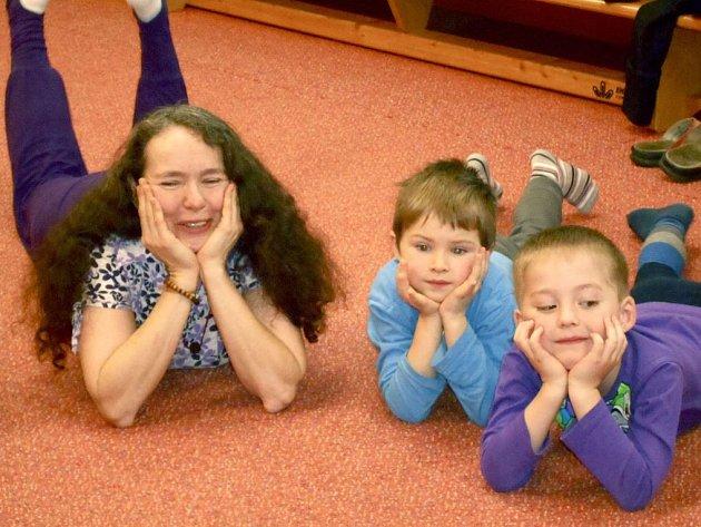 Děti z Mateřské školy v Michlově ulici v Domažlicích cvičily jógu se Sítou.