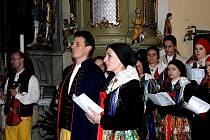 Z vánočního koncertu Národopisného souboru Postřekov a mužského sboru Haltravan Klenčí v kostele sv. J. Nepomuckého v Trhanově.