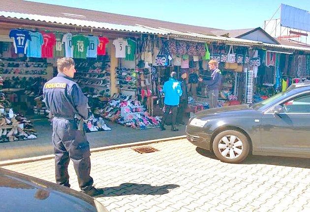 Policejní razie ve folmavské tržnici.