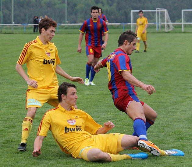 Jaroslav Malý dvěma góly zajistil výhru Slavoje Koloveč nad rezervou Dukly Praha. Mnohdy musel být zdvojován, přesto se dokázal prosadit.
