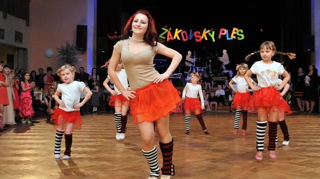 Žákovský ples v Holýšově.