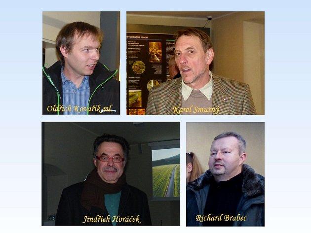 Čtyřem mužům na snímku jsme položili u příležitosti otevření Domu přírody Českého lesa otázky.