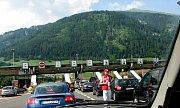 Řada našinců míří na dovolenou do Chorvatska. Fronty na hranicích jsou běžné.