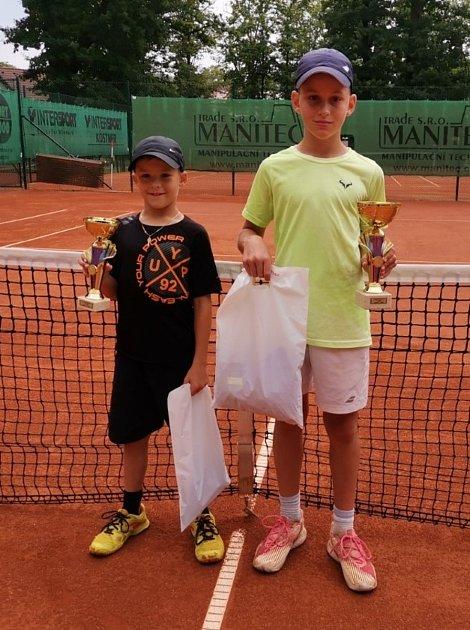 Finalisté dvouhry chlapců (zleva) David Svoboda a Adam Kotrba.