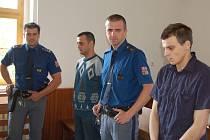 LADISLAVA A DAVIDA MATUŠOVI střežila u domažlického soudu vězeňská služba.
