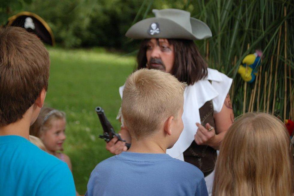 Večer s piráty na zámku v Poběžovicích.