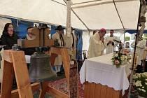 Ve Ždánově vysvětili opravený zvon.