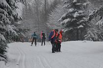Loňský ročník Chodské třicítky se konal pod Čerchovem. Letos je sněhu dostatek, proto se bude závodit na louce v Caparticích.