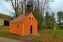 Opravená kaplička v Mrchojedech