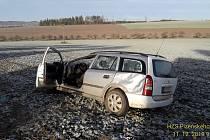 Zraněné museli z auta vyprostit hasiči.