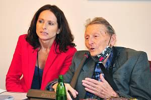 Václava Jandečková a Jindřich Grulich v Senátu Parlamentu České republiky 16. června 2020.