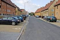 Desítky parkovacích míst vznikly před dvěma lety i v ulicích Táborská a Americká, nedaleko Tylovy ulice.