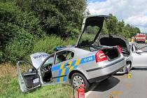 Takto dopadl zásah policejnímu vozu vůči řidiči, který ujížděl, mj. bez pneumatik.