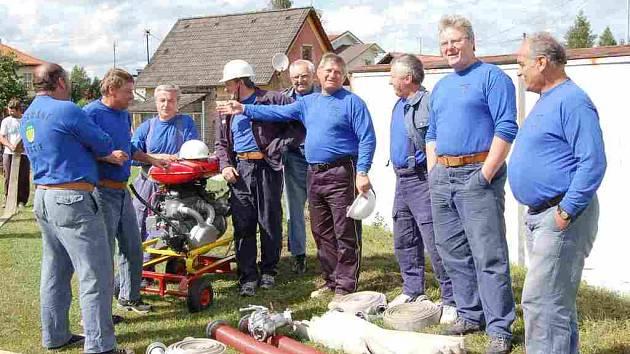 Dílští hasiči-veteráni letos v Meclově zvítězili.