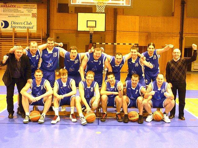 Společný snímek basketbalistů Jiskry Domažlice.