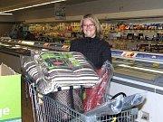 Nakupování ve Furthu im Wald. Zuzana Hrůzová, ač nepřijela na osmou hodinu, nakoupila nakonec vše, co potřebovala.