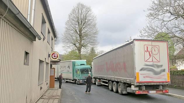 Srážka kamionů v Prapořištích.