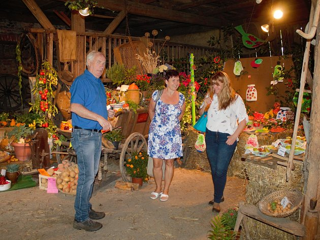 Ze zahrádkářské výstavy ovoce, zeleniny a květin ve Kdyni.