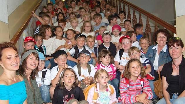 Kamarády z partnerské Základní školy z  německém Arnschwangu uvítaly  kdyňské děti ve své škole.