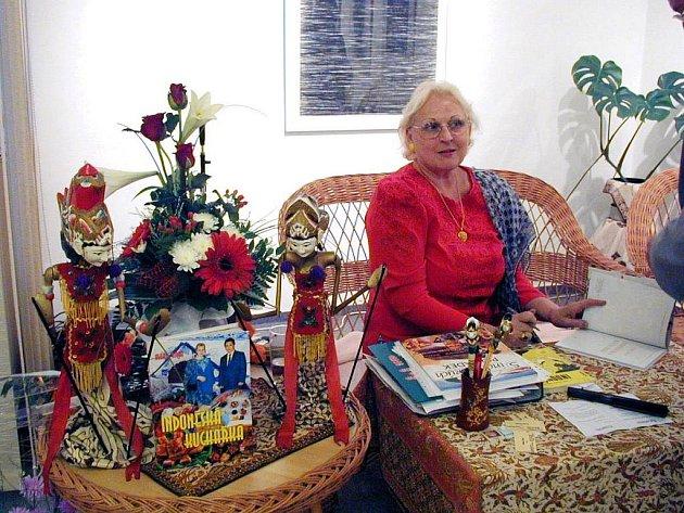 Marie Rivai představila v minulosti v Galerii bratří Špillarů v Domažlicích první knihu, již ilustroval Václav Sika - Smaragdové ostrovy.