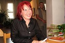 Veronika Němcová po křtu podepisovala a podepisovala.